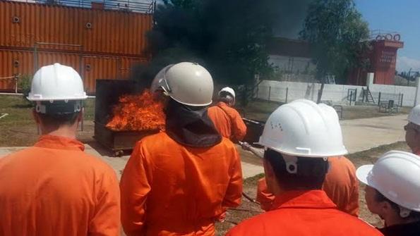 Denizde Güvenlik Eğiticileri Yangın Taliminde