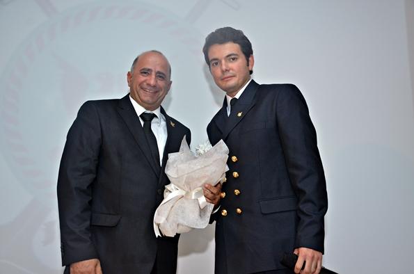 Kaptan Efdal Safel ve GAU (Girne Amerikan Üniversitesi) Denizcilik Kulübü Başkanı Emir Dağarslan