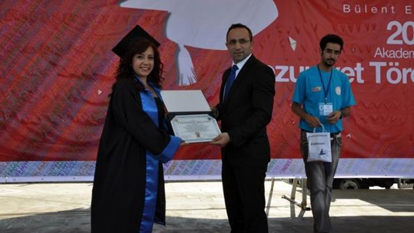 Okul üçüncüsü Nesli Yeşim Aydın ve  Kdz.Ereğli Cumhuriyet Başsavcısı Sinan Temel