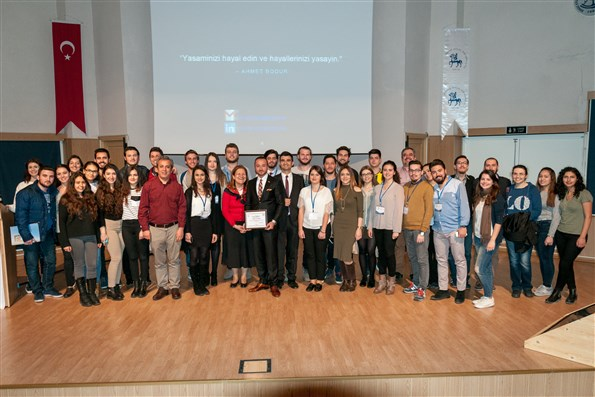 DEÜ Öğrencileri Ahmet Bodur ile Toplu Fotoğraf