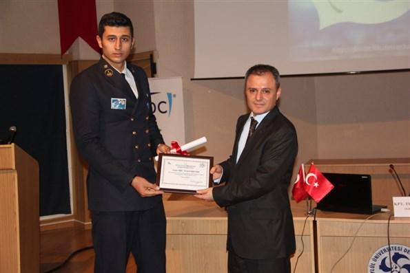DEÜ Denizcilik Fakültesi 19. Kariyer Günleri Konuğu İzmir Demir Çelik Denizcilik Plaket Takdim