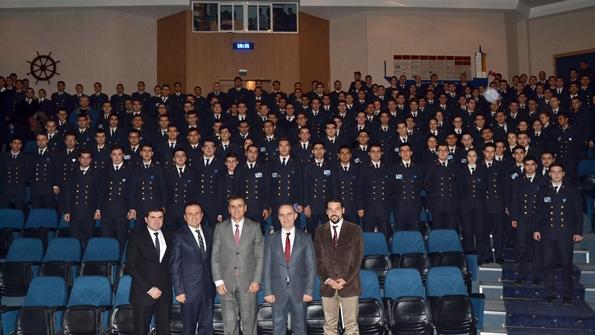 DEÜ Denizcilik Fakültesi'nde Beşiktaş Group ile toplu fotoğraf