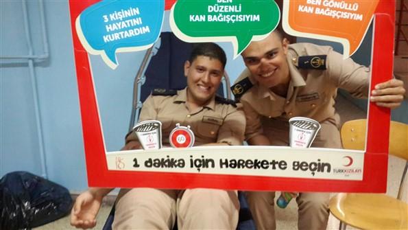 DEÜ Denizcilik Kulübü Kızılay Kan Bağışında