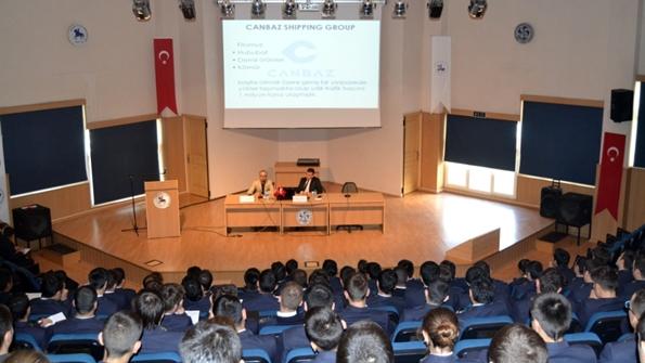 Personel Müdürü Mete Kaan Ketenci ve Designated Person Ashore (DPA) Kaptan Osman Gözoğlu
